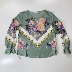 Maurices Long Sleeve Key Hole Floral Top Sz Large